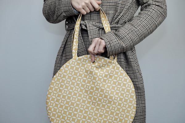 Tuto gratuit  un sac rond en coton enduit Fleur de Soleil